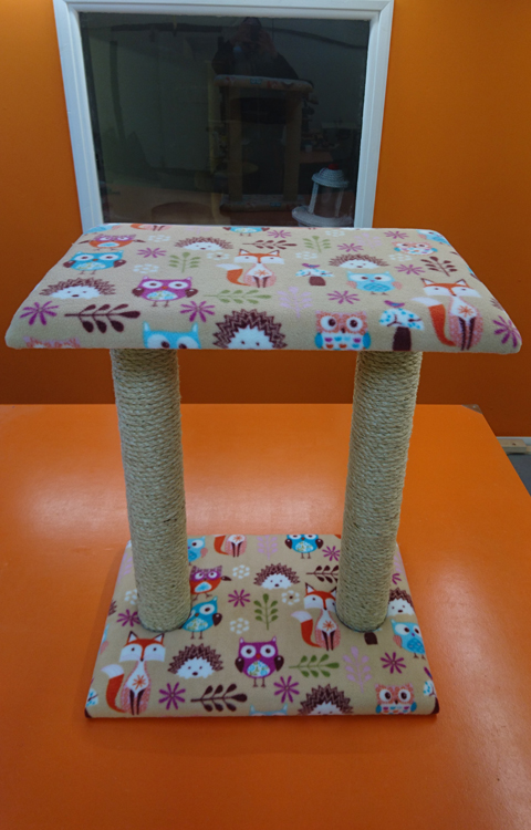 Large Cat Scratching Post with Large Platform | ScratchyCats