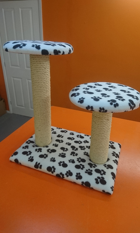 Large Cat Scratching Post with 2 Platforms / Beds | ScratchyCats